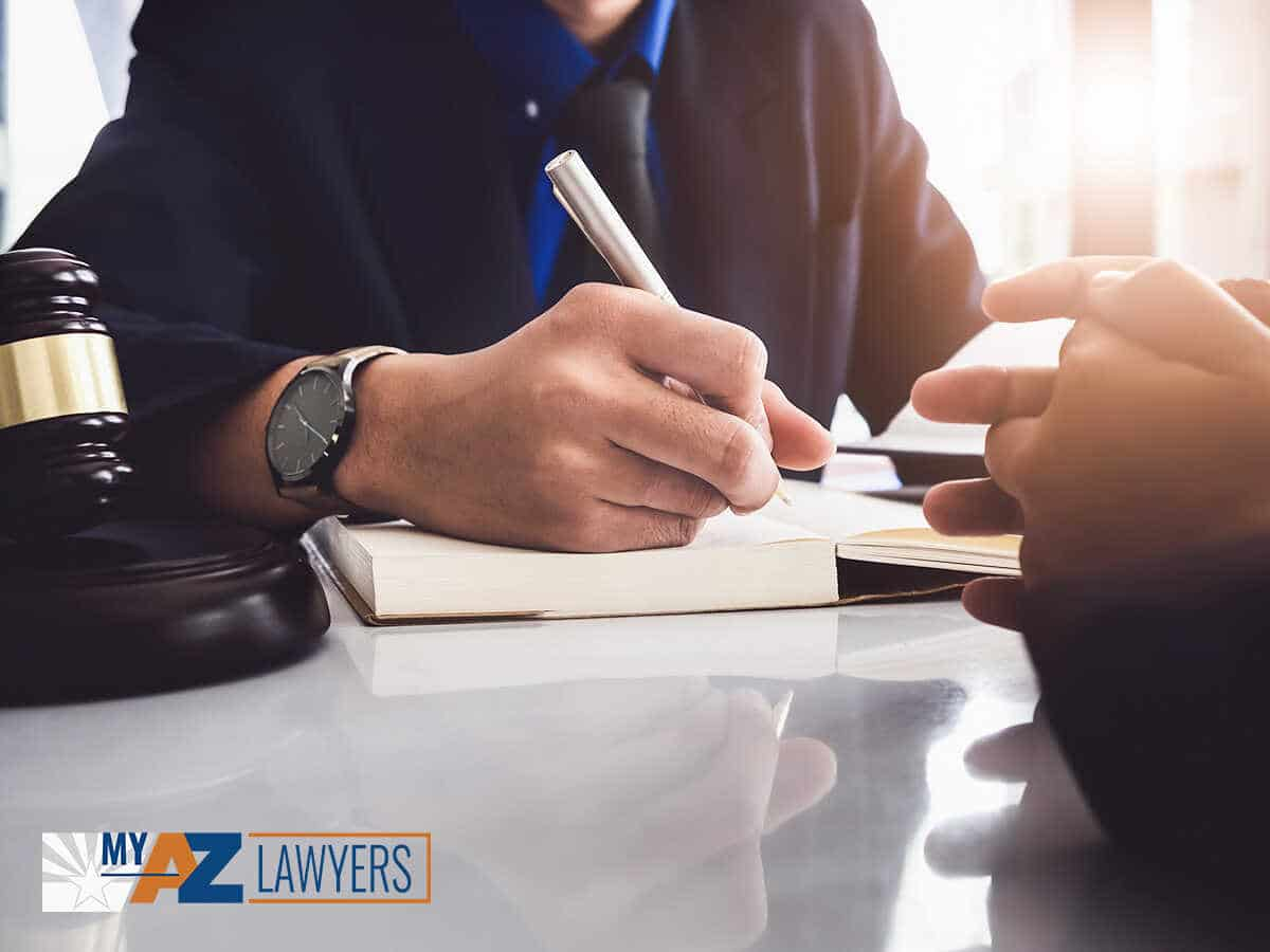 Expert Bankruptcy Attorney Explaining The Alternatives To Filing For Chapter 7 Or Chapter 13 Bankruptcy